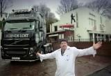 Ο Έλβις ζει και οδηγεί Volvo!
