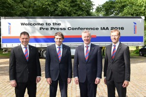 Ο πρόεδρος της Schmitz Cargobull (3ος από αριστερά) και το νέο διοικητικό συμβούλιο της εταιρίας που ανέλαβαν ήδη τα καθήκοντά τους από τον περασμένο Απρίλιο.